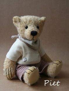'Piet' by Silke Borrmann  GERMANY The Guild of Master Bearcrafters: Five Featured Artists