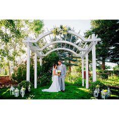 One of two ceremony sites here at Wedgewood Ken Caryl #weddingdecor #wedgewoodwedding #kencaryl #littletoncolorado #littleton #colorado #wedding #bride #groom #marriage #tietheknot