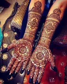 Opt for traditional floral mehndi design and fill the space with recurring designs. This is comparatively easy yet attractive.