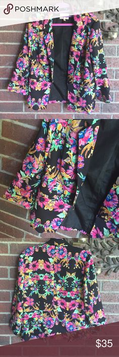 Under skies black floral blazer size M Gorgeous! It's just a tad tight on me or I'd keep it!  (I'm about 130 lbs.). This is a size M and I would guesstimate a number size 6 probably. Under skies Jackets & Coats Blazers