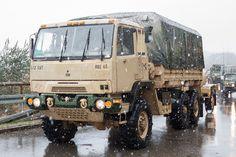 "Cargo Truck FMTV (Family of Medium Tactical Vehicles) mit Wassertankanhänger des Squadron, Cavalry Regiment ""War . Aalborg, Mustang, Pick Up 4x4, Steyr, Military Modelling, Army Vehicles, Heavy Truck, Trucks, Heavy Equipment"