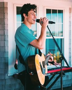 Listen to every Shawn Mendes track @ Iomoio Beautiful Boys, Pretty Boys, Ed Sheeran, Justin Bieber, Shawn Mendes Cute, Shawn Mendes Memes, Shawn Mendes Imagines, Fangirl, Singer Songwriter