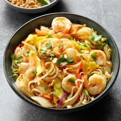 Inspired by: P. Chang's Shrimp Pad Thai You can make this yummy Thai classic in no time. Find fish sauce and chili garlic sauce in the Asian foods aisle of your grocery store Thai Recipes, Shrimp Recipes, Copycat Recipes, Asian Recipes, Dinner Recipes, Cooking Recipes, Asian Foods, Oriental Recipes, Fondue Recipes