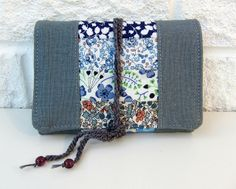 New Liberty and grey linen needle book by Very Berry Handmade, via Flickr Needle Book, Berry, Quilts, Sewing, Clutches, Wallets, Handmade, Diy Projects, Bags