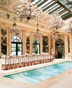 The Celebration took place under the soaring eaves of the residence's pool house. Santa Monica California tablescapes