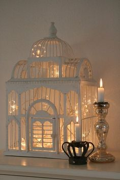 Using Bird Cages For Decor: 46 Beautiful Ideas | DigsDigs. (Reciclando velhas gaiolas).