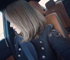 之前染了黑发,所以这次褪色加染花了快七小时,终于拍出个比较接近实物颜色的照片~我实在太太太喜欢了冷调灰棕 #ashbrownhair