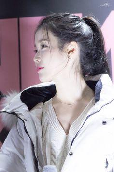 Korean Women, Korean Girl, Iu Twitter, Iu Hair, K Pop Music, Asia Girl, Kpop Girls, Asian Beauty, Girl Group