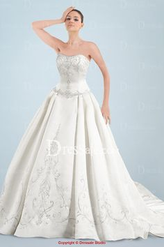Glorious Satin Princess Wedding Garment Featuring Delicate Embroidery and Petal Court Train