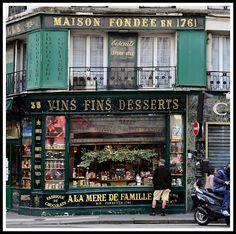 A la Mère de famille, 35 rue Faubourg-Montmartre, Paris 9ème (France). Confiserie à l'ancienne. Store Front Windows, Bakery Store, Boutiques, Paris Images, Shop Fronts, Paris Theme, Shop Around, Old World Charm, World Market