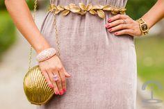 Tocado y cinturón de hojas doradas India tocados - Vestido largo rosa de Angel Schlesser - Dresseos - Crimenes de la Moda
