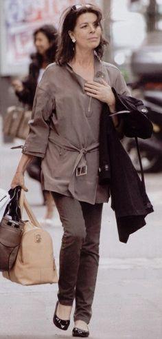 Caroline shopping in Paris