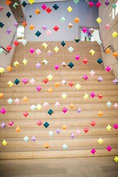 diamond paper garland http://crafthunter.com.au/2013/10/04/top-20-paper-garland-ideas/