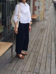 ゆったりとしたワイドパンツを襟付きブラウスと合わせれば上品に大人っぽく着こなせます。ゆったり楽に着こなせるワイドパンツスタイルを楽しみませんか?