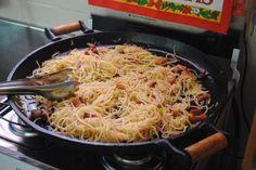Spaghetti com bacon e alho poró na chapa