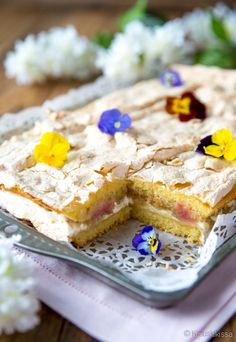 rhubarb shared by Ʈђἰʂ Iᵴɲ'ʈ ᙢᶓ on We Heart It Good Food, A Food, Yummy Food, Food And Drink, Cake Bars, Dessert Bars, Baking Recipes, Cake Recipes, Finnish Recipes