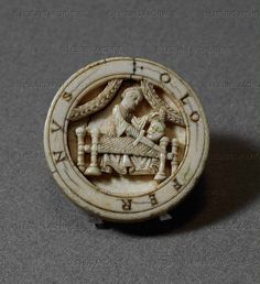 Piece of tric-trac: Judith and Holfernes. From Bayeux,Western OA 166 Louvre, Old Games, Medieval Art, Game Pieces, Romanesque, 12th Century, Art Of Living, Archaeology, Westerns