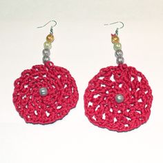 Orecchini uncinetto rosa con perle colorate
