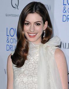 Anne Hathaway, I can't believe what she did to her hair!