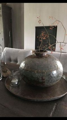 Decoration - Health and wellness: What comes naturally Wabi Sabi, Sober Living, Ikebana, Vintage Candles, Western Furniture, Rustic Flowers, Interior Plants, Rustic Elegance, Rustic Interiors