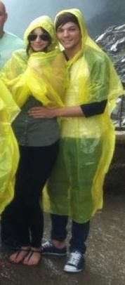 Eleanor Calder and Louis Tomlinson they are still attractive, even when they wear ponchos how is that possible?
