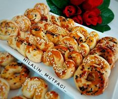 Tuzlu Kurabiye Tarifi Turkish Recipes, Homemade Beauty Products, Chicken Wings, Shrimp, Food And Drink, Dishes, Meat, Desserts, Flower