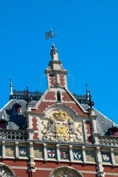 14962803-bakstenen-gevel-van-amsterdam-centraal-station.jpg 804×1.200 pixels