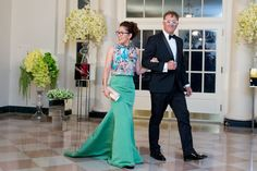Sandra Oh wears Kevan Hall butterfly printed crop top and jade silk faille gala skirt to White House dinner Bridesmaid Dresses, Prom Dresses, Formal Dresses, White House Dinner, Award Show Dresses, Sandra Oh, Butterfly Print, Red Carpet Fashion, Catwalk