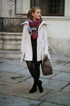 Winter Outfit with Louis Vuitton Damier Ebene Speedy, a checked and houndsthooth Scarf, white Coat from Primark / Vienna /