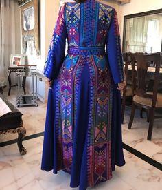 Mode Abaya, Mode Hijab, Unique Fashion, Indian Fashion, Arabic Dress, Hijab Trends, Afghan Dresses, Palestinian Embroidery, Moroccan Caftan