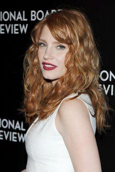 ホワイトドレスにレッドのリップが素敵!ジェシカ・チャステイン
