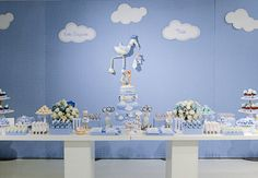 Que tal fazer um chá de bebê diferente? Inspire-se nesse chá de cegonha decorado pela Brinque Fest e fotografado por Elaine Regina Fotografia. Chá de bebê de cegonha Ambiente – Os balões de…