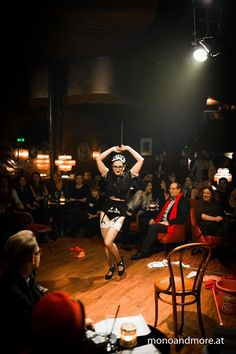 Magie Noire performing Cleaning Lady at Open Stage Night in Vienna.