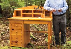 4 Charming Clever Tips: Woodworking Workbench Crafts woodworking for kids dads.Woodworking Tools For Kids woodworking easy kids.Wood Working Toys How To Make. Small Woodworking Projects, Woodworking Desk Plans, Woodworking Furniture, Fine Woodworking, Woodworking Crafts, Wood Projects, Sketchup Woodworking, Youtube Woodworking, Workbench Plans