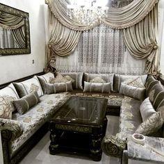 Moroccan Decor Living Room, Moroccan Interiors, Rugs In Living Room, Living Room Decor, Ceiling Design Living Room, Living Room Designs, Drawing Room Design, Design Salon, Grand Homes