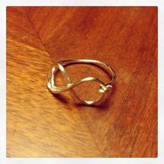 Single-banded infinity wire ring