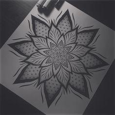 Prada Tattoo Geometric Mandala Tattoo, Mandala Drawing, Top Tattoos, Hand Tattoos, Tattoo Bauch, Survivor Tattoo, Sick Tattoo, Graffiti Drawing, Tatoo Art