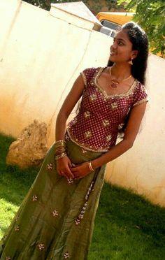 Beautiful Girl Indian, Beautiful Saree, Beautiful Indian Actress, Beautiful Women, Beauty Full Girl, Beauty Women, Floral Print Sarees, Tamil Girls, Indian Designer Sarees