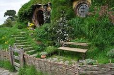 Hobbit House - Matamata New Zealand Hobbit Art, The Hobbit, Beautiful Places In The World, Beautiful Homes, Cool Places To Visit, Places To Go, Earth Sheltered Homes, The Two Towers, Underground Homes