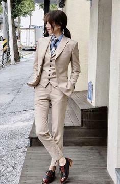 The women's suits are considered as the most appealing outfits for women. They are highly demanded owing to the fact that they provide traditional looks in the most stylish manner. Tomboy Fashion, Suit Fashion, Fashion Outfits, Androgynous Fashion Women, Androgyny, Butch Fashion, Queer Fashion, Female Fashion, Business Mode