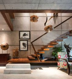 Near the staircase is an old wooden chakki, which has been arranged on a pedestal and serves as an installation. Staircase Design Modern, Stair Railing Design, Home Stairs Design, Home Room Design, Home Interior Design, Interior Decorating, House Design, Interior Work, Interior Stairs
