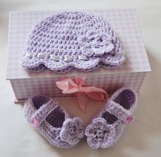 Crochet Baby Booties Baby Bootee and Baby hat set-Free Crochet Patterns. Crochet Baby Clothes, Crochet Baby Shoes, Knit Or Crochet, Learn To Crochet, Crochet For Kids, Crochet Crafts, Crochet Projects, Free Crochet, Blanket Crochet