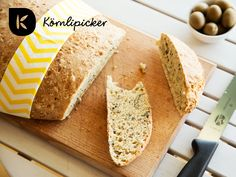 bread with fatty acids (omega) Vegan Bread, Omega, Vegan Recipes, Autumn, Food, Food Food, Vegane Rezepte, Fall, Eten