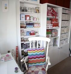Great craft room.  Would love to have  this.