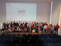 Foto de grupo tras la recogida del bote solidario para La Sonrisa de Martina en Gamestorming Sherlock en Centre Cultural Caixa Ontinyent