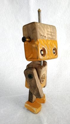 Série Robos em medeira - Wood Robots - 003 Scrap Wood Projects, Woodworking Projects, Tank Stand, Retro Robot, Wood Animal, Wood Crates, Wooden Crafts, Wood Toys, Art Plastique