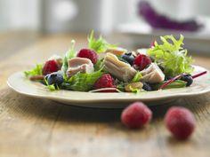 Make Life Easy with this Tuna Super Salad recipe! LIKE us at https://www.facebook.com/goldseal #cannedtuna #nodraintuna #easyrecipes