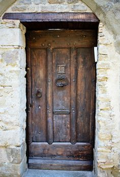 Carcassonne, France, door, entrance, rustic, decay, architechture, beautiful, beauty, door knob, culture, photograph, photo