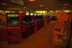 We can never go back but this picture makes me wish I could. (Aladdin's Castle Arcade)