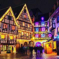 J - 100 avant Noël   En attendant retrouvez tous mes bons plans marchés de Noël et Nouvel an sur mon blog (lien dans la bio)  ______________________________  #strasbourg #noel #france #marchedenoel #lumiere #vacances #voyage #holiday #holidayguru #holidaygurufr #travel #travelblog #christmastree #christmas #french #christmasmood #perenoel #colorful #city #europe #beautiful #beautifulplaces